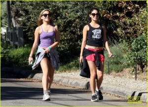 8-29-15 vanessa-hudgens-hiking-with-stella-09